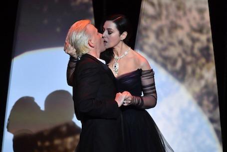 Опаленные страстью: пылкий поцелуй Моники Беллуччи на открытии Канн 2017. Фото