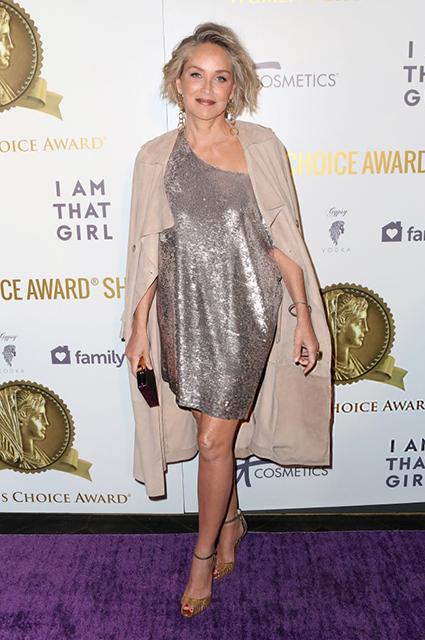 59-летняя Шэрон Стоун в сверкающем платье вызвала ажиотаж на премии WСА. Фото