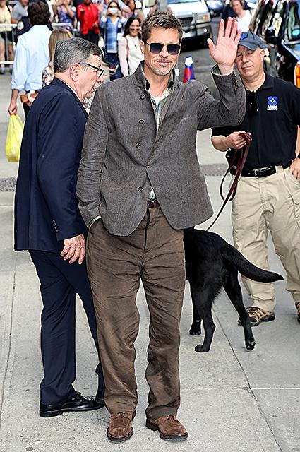 Брэд Питт носит одежду не по размеру, чтобы подчеркнуть свою худобу. Фото