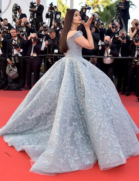 Восточная принцесса Канн: Айшвария Рай в пышном платье цвета голубого льда. Фото