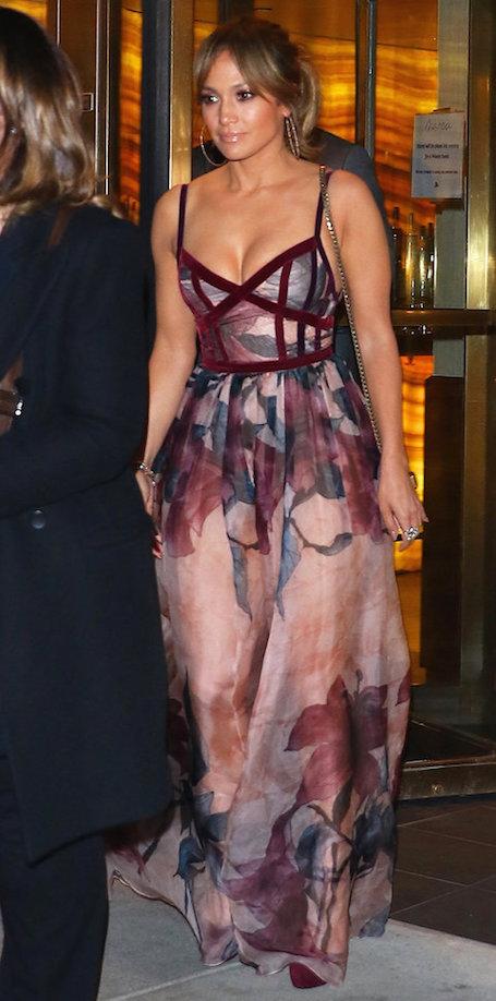 Дженнифер Лопес показала лучшее платье для романтического свидания. Фото