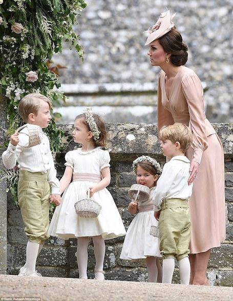 Принц Георг и принцесса Шарлотта произвели фурор на свадьбе Пиппы Миддлтон. Фото