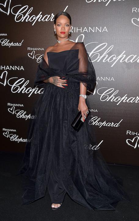 Элегантная сексуальность: Рианна сразила роскошным нарядом на вечере Chopard. Фото