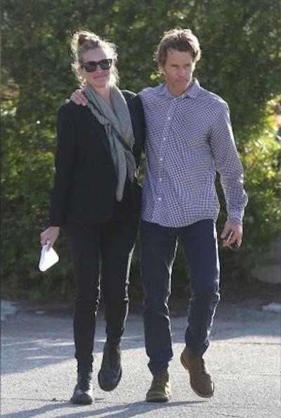 Джулия Робертс и Дэнни Модер изо всех сил пытаются спасти брак. Фото