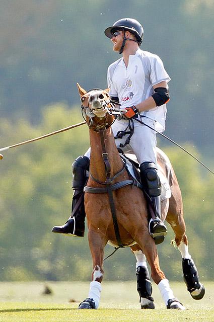 Принц Гарри и Меган Маркл не стесняются проявлять свои чувства на публике. Фото