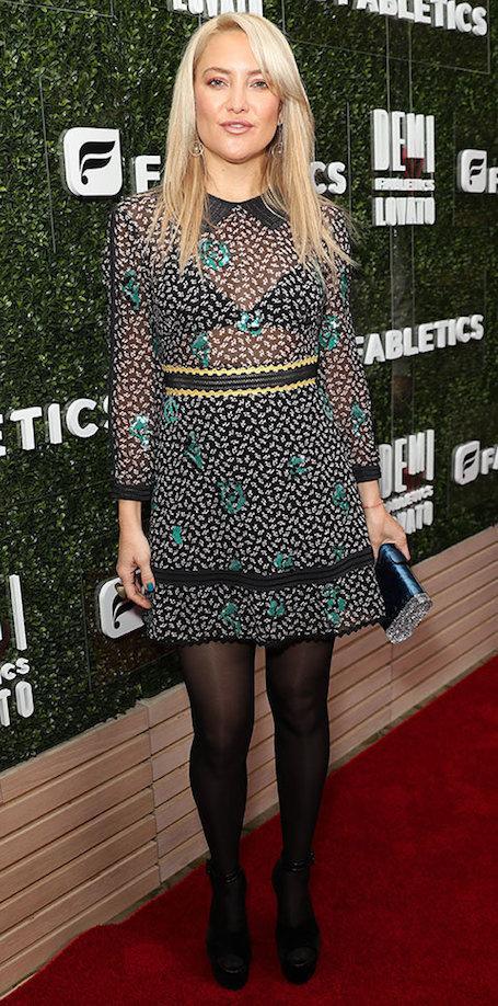 Павлинье перо: Кейт Хадсон в стильном мини посетила ланч в Лос-Анджелесе. Фото