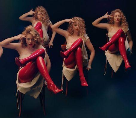 Тина Кароль в алых ботфортах из латекса и мини-платье просто сногсшибательна! Фото