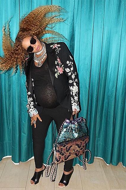 Беременная двойней Бейонсе прошлась по магазинам с дочерью Блу Айви. Фото