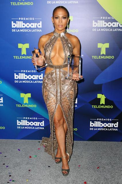 Дженнифер Лопес в прозрачных платьях произвела фурор на премии BLMA! Фото