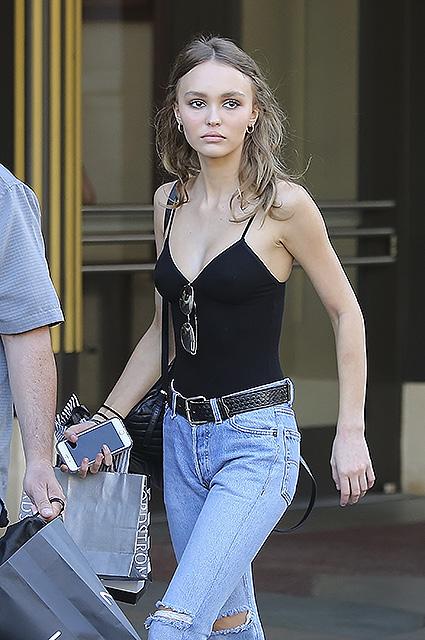 Свой стиль: Лили-Роуз Депп становится модным трендсеттером. Фото
