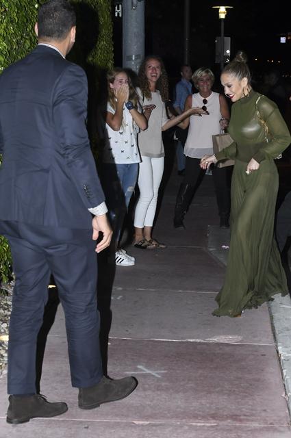 Дженнифер Лопес надела прозрачное платье на свидание с Алексом Родригесом. Фото