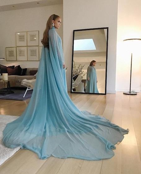 Дженнифер Лопес в платье Valentino стала самой яркой звездой Met Gala-2017! Фото