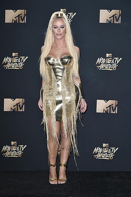 Самые нелепые и смешные наряды звезд на церемонии MTV Movie TV Awards 2017. Фото