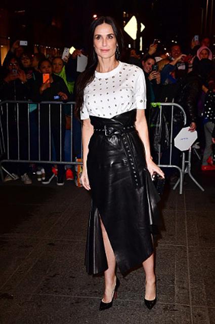 54-летняя Деми Мур в дерзком платье стала звездой на закрытом рауте. Фото