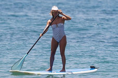 Ева Лонгория не стесняется лишнего веса и с удовольствием ходит в бикини. Фото