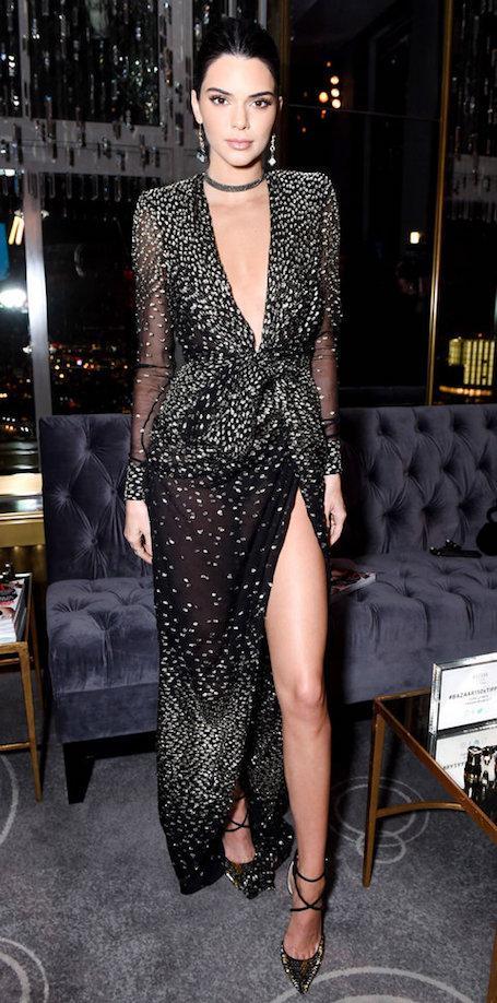 Кендалл Дженнер показала ослепительно прекрасное платье с вырезом. Фото