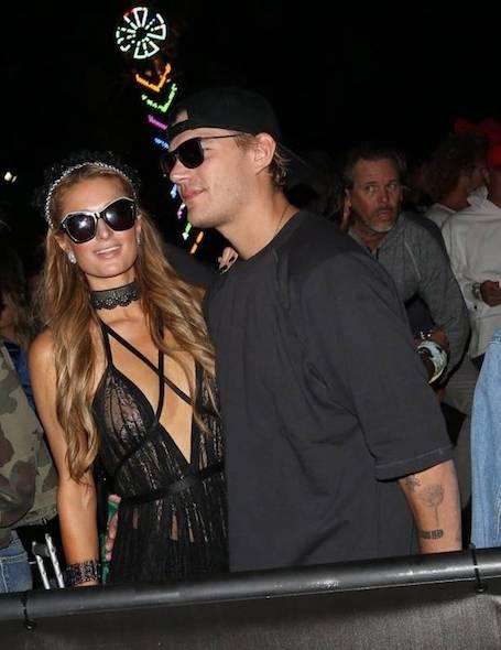 Пэрис Хилтон появилась на Coachella в абсолютно прозрачном платье! Фото