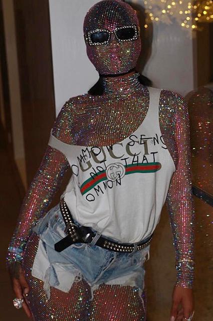 Вторая кожа: модный образ Рианны на Coachella с платьем Gucci поразил всех! Фото