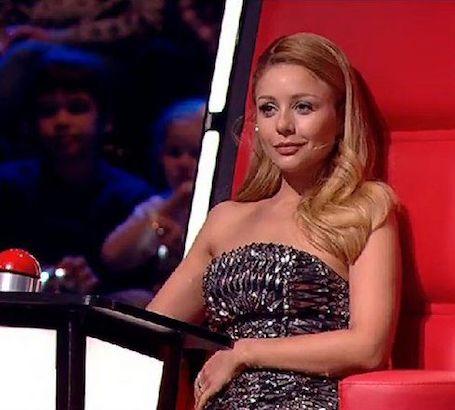 Тина Кароль сексуальна и обольстительна в мини-платье с шипами и декольте! Фото