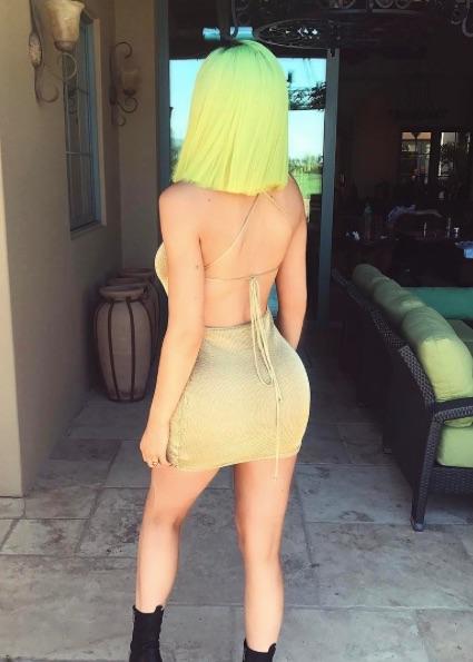 Кайли Дженнер выкрасила волосы в неоново-желтый цвет ради фестиваля Coachella! Фото