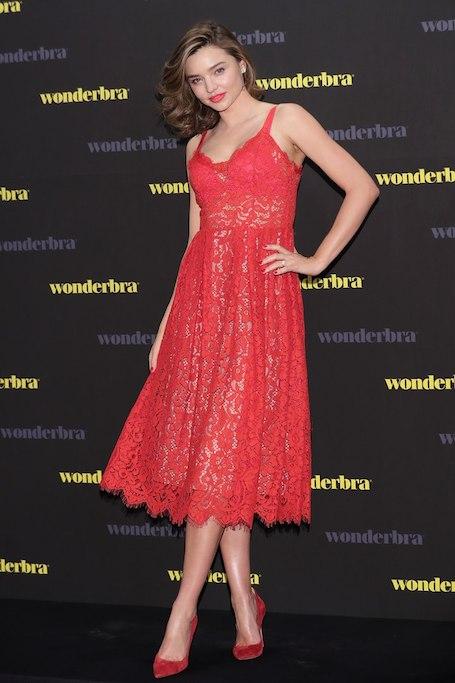 Миранда Керр воплотила в жизнь безупречный модный образ Lady in red. Фото