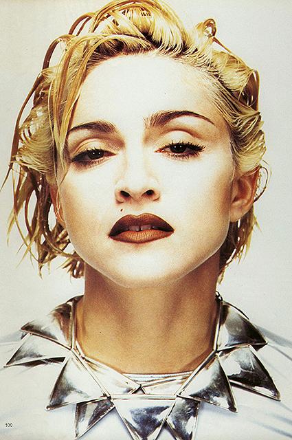 Скандал дня: Мадонна сделала себе новые брови. Фото