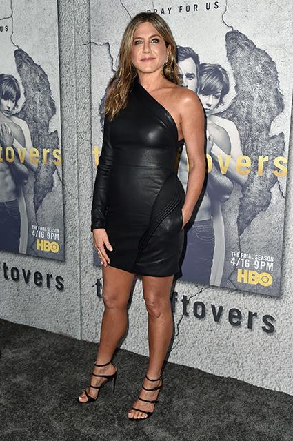 Дженнифер Энистон в обтягивающем мини-платье удивительно сексуальна! Фото