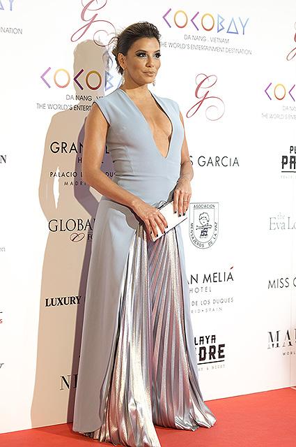 Ева Лонгория в платье с глубоким декольте возмутила всех на The Global Gift! Фото