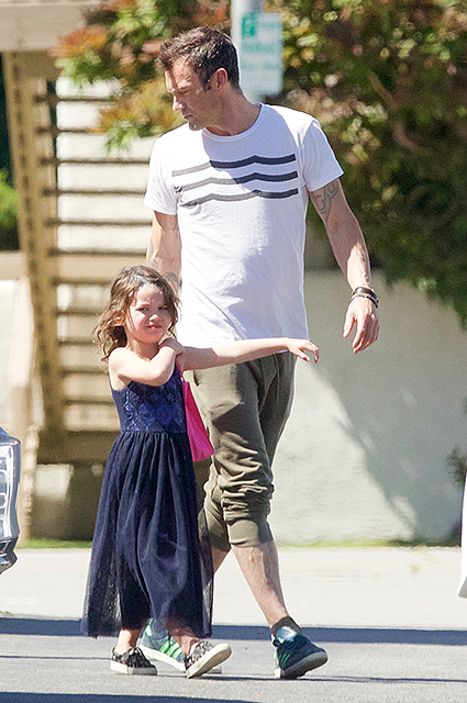 Сын Меган Фокс нарядился в бальное платья для детского праздника. Фото