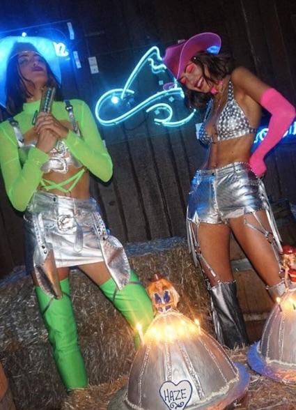 Кайли Дженнер невероятно сексуальна в образе дерзкой ковбойки! Фото
