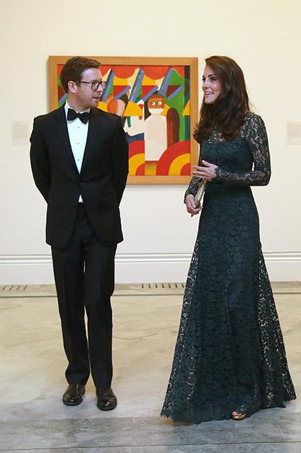 Кейт Миддлтон в изумрудном кружевном платье покоряет красотой! Фото