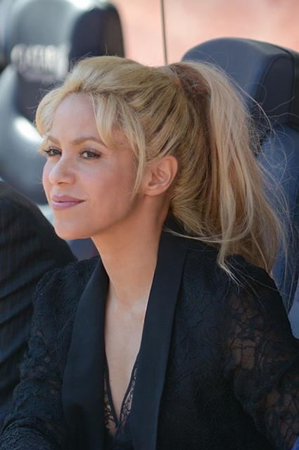 Шакира показала, как она выглядит без макияжа и прически. Фото