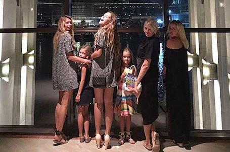 Вера Брежнева улетела в Дубай вместе с детьми и мамой! Фото
