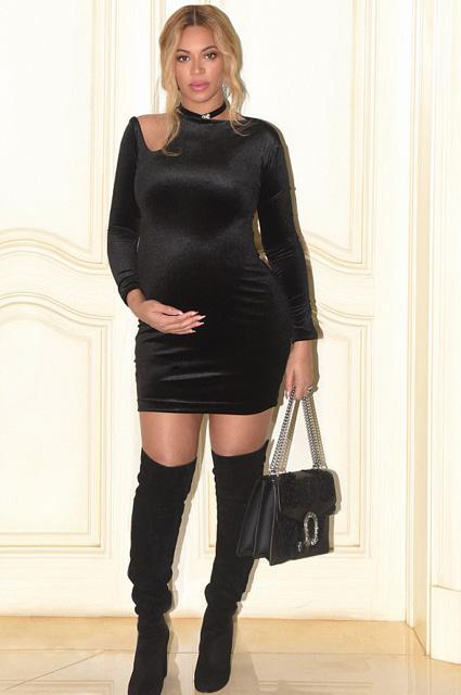 Вера Брежнева в черном мини показала изумительно длинные ножки! Фото