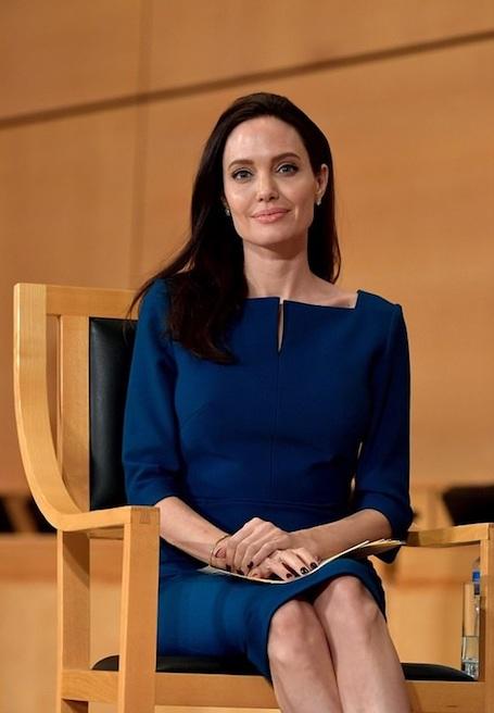 41-летняя Анджелина Джоли ослепительно хороша на конференции в Женеве! Фото