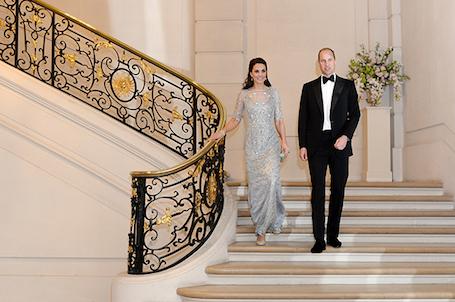 Кейт Миддлтон в сияющем платье Jenny Packham произвела фурор в Париже. Фото