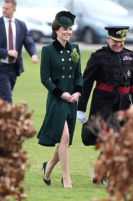 Фаворит весны Кейт Миддлтон: строгое пальто в изумрудном оттенке. Фото