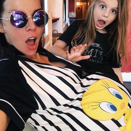 Анна Седокова посетовала, что ужасно поправилась на третьей беременности. Фото