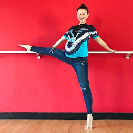 Беременная Анна Седокова показала, как она умеет садиться на шпагат! Фото