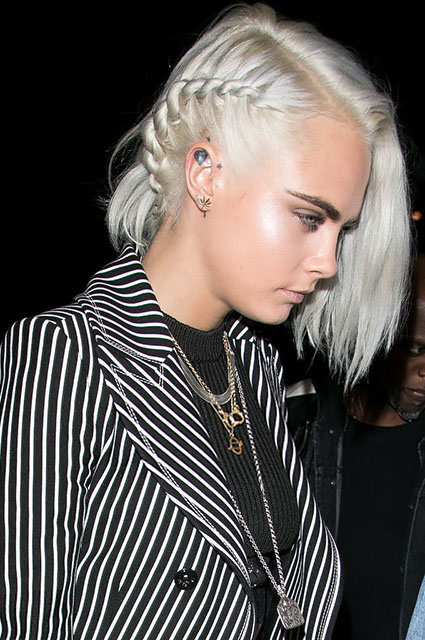 Кара Делевинь сделала короткую стрижку и стала платиновой блондинкой! Фото