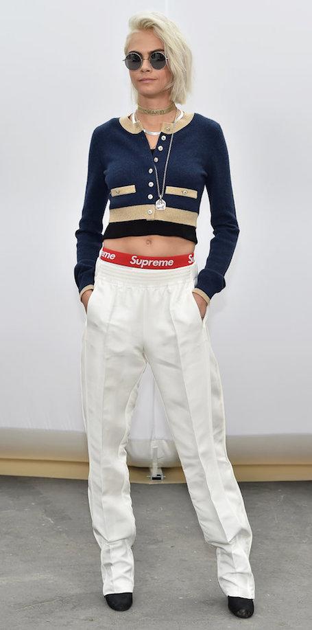 Кара Делевинь в образе платиновой блондинки произвела фурор на показе Chanel. Фото