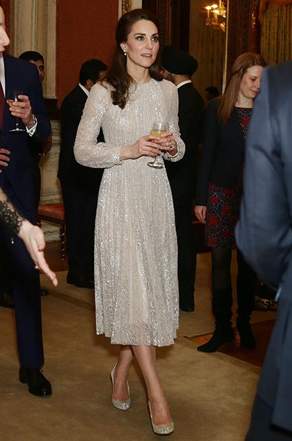 Кейт Миддлтон примерила великолепное платье, искрящееся словно снег! Фото
