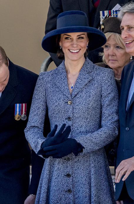 Кейт Миддлтон примерила шикарное твидовое пальто Michael Kors. Фото