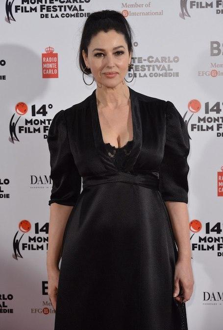 Моника Беллуччи покоряет Монте-Карло роскошным платьем с глубоким декольте! Фото