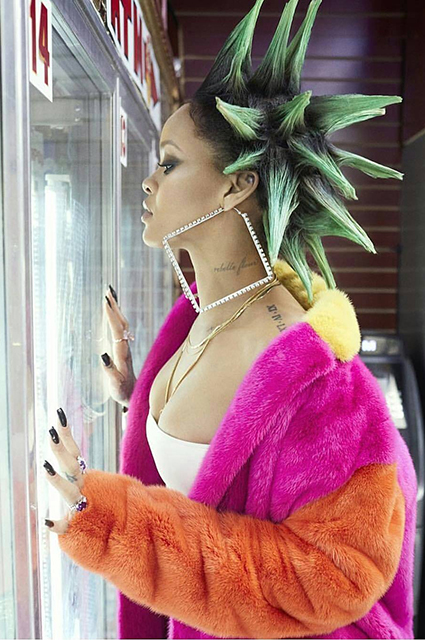 Нарушаем правила: Рианна предстала в образе панк-дивы! Фото