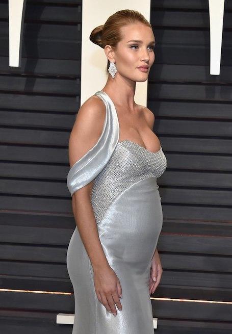 Беременная Рози Хантингтон-Уайтли стала сенсацией на рауте Vanity Fair. Фото