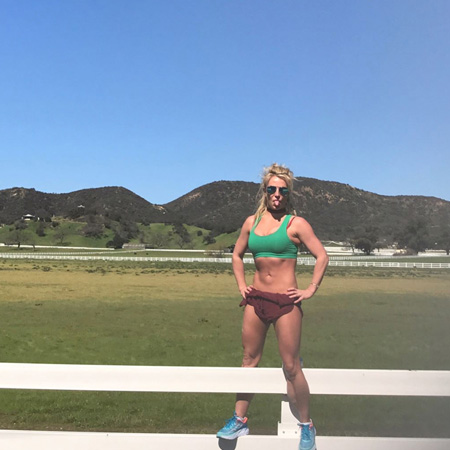 Бритни Спирс похвасталась отличной фигурой во время тренировки. Фото