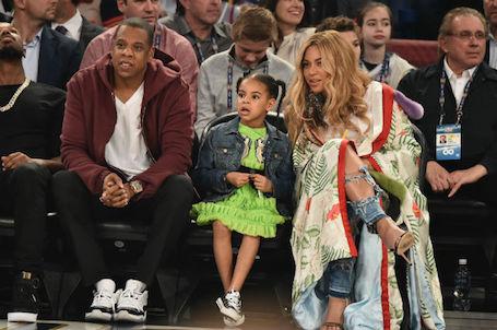 Беременная двойней Бейонсе показала класс на баскетбольном матче. Фото