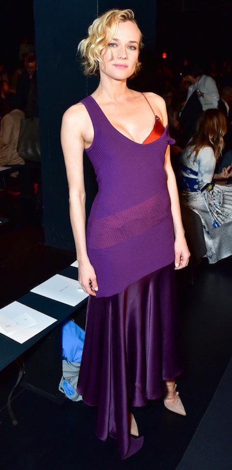 Диана Крюгер чудо как хороша в шелковом платье винного цвета. Фото