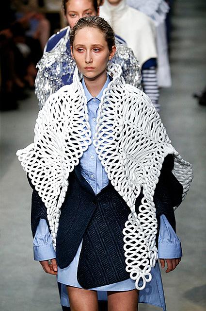 Неделя моды в Лондоне: английская скульптура от Burberry. Фото